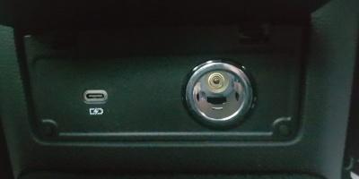 ثلاث مخارج USB C