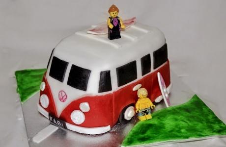 طريقة تحضير كعكة على شكل سيارة فولكسفاجن ترانسبوتر